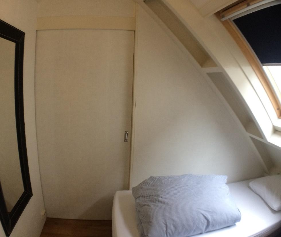 slaapkamer schuifdeur dicht - Villa Suisse Bed & Breakfast